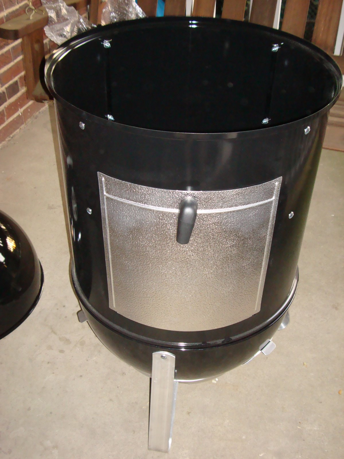 weber smokey mountain cooker smoker assembly pork barrel bbq blog. Black Bedroom Furniture Sets. Home Design Ideas